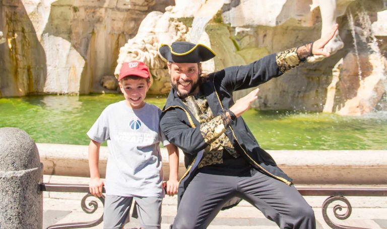 Kid have fun with an actor tour guide in a Rome for kids tour